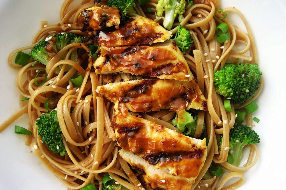 Chicken, noodles and brocolis